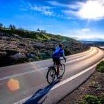 Ο Superman της Κρήτης κάνει τον γύρο του κόσμου με ποδήλατο!