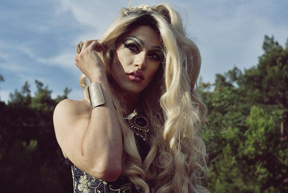 queen V beater.gr (5)