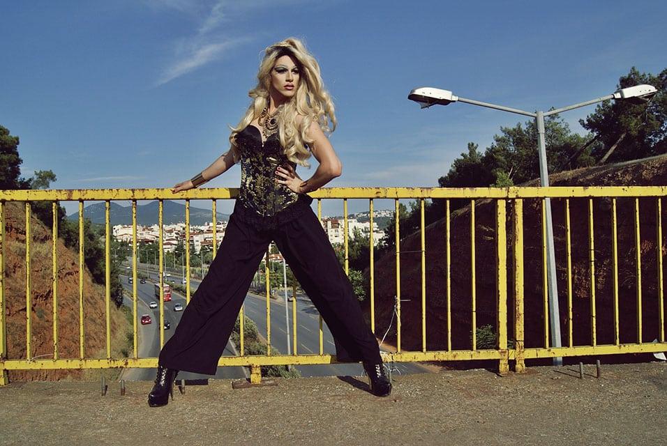 queen V beater.gr (7)