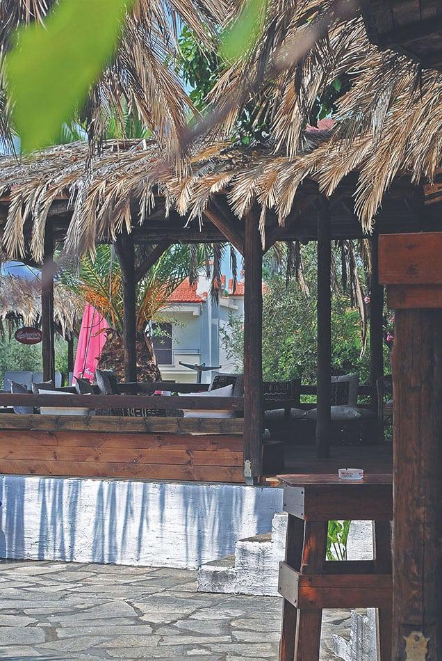 Στο «Mango pool bar» λανσάρουν αβοκάντο και κερνάνε passion fruit!