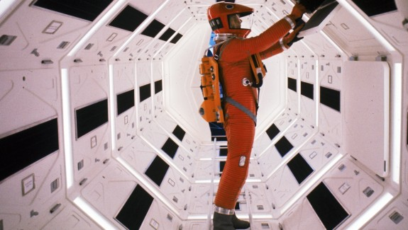 2001-a-space-odyssey-1968-012-keir-dullea-space-suit-inside-craft-1000x750