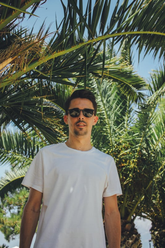 Ο Larry Skg θα γίνει ο ξεναγός σου στα τροπικά μουσικά ταξίδια κάτω από τον ήλιο!