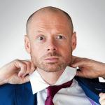 Alistair Barrie: «Όλοι μας έχουμε γελάσει με ακατάλληλα αστεία!»