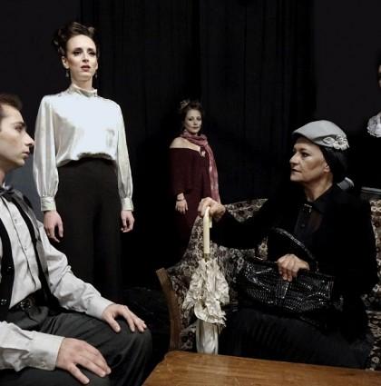 """Η """"Χέντα Γκάμπλερ"""" του 'Ιψεν στο ανανεωμένο Θέατρο ΑΜΑΛΙΑ!"""