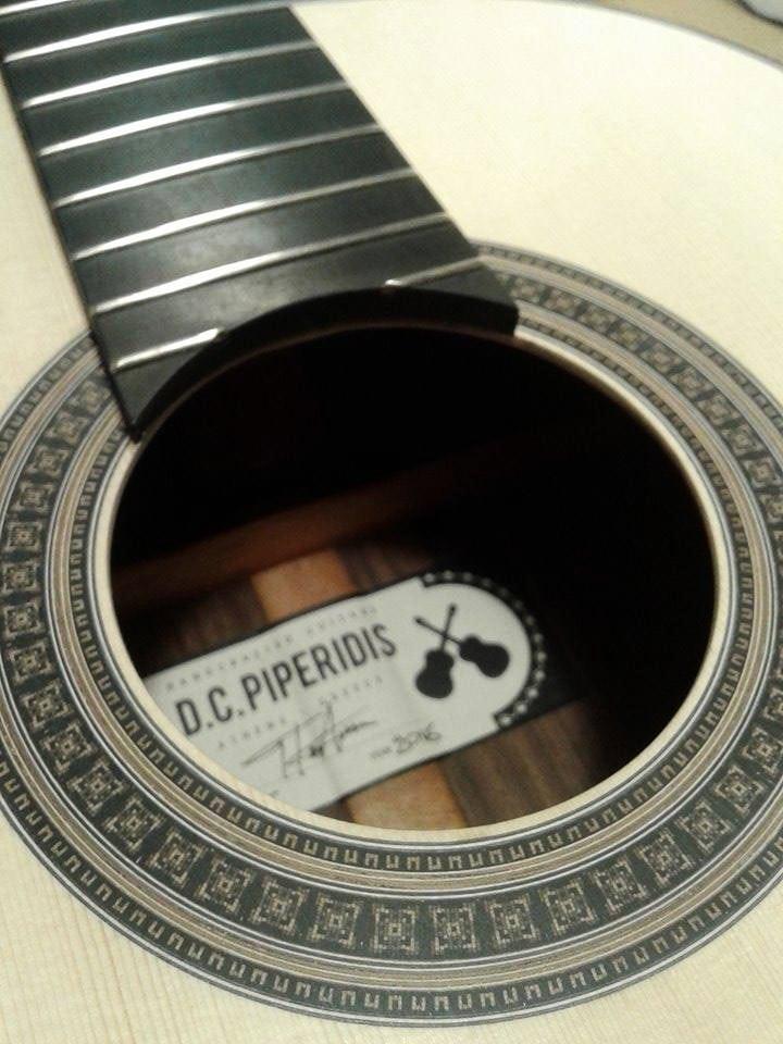 O D.C. Piperidis φτιάχνει μερικές από τις πιο καλές χειροποίητες κιθάρες στην Ελλάδα!