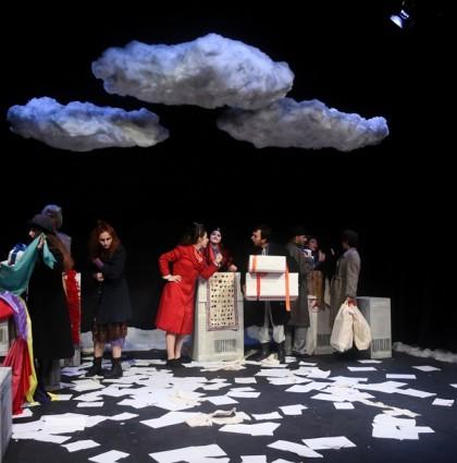 «Το Παλτό» του Νικολάι Γκόγκολ για λίγες παραστάσεις στο Θέατρο Τ!