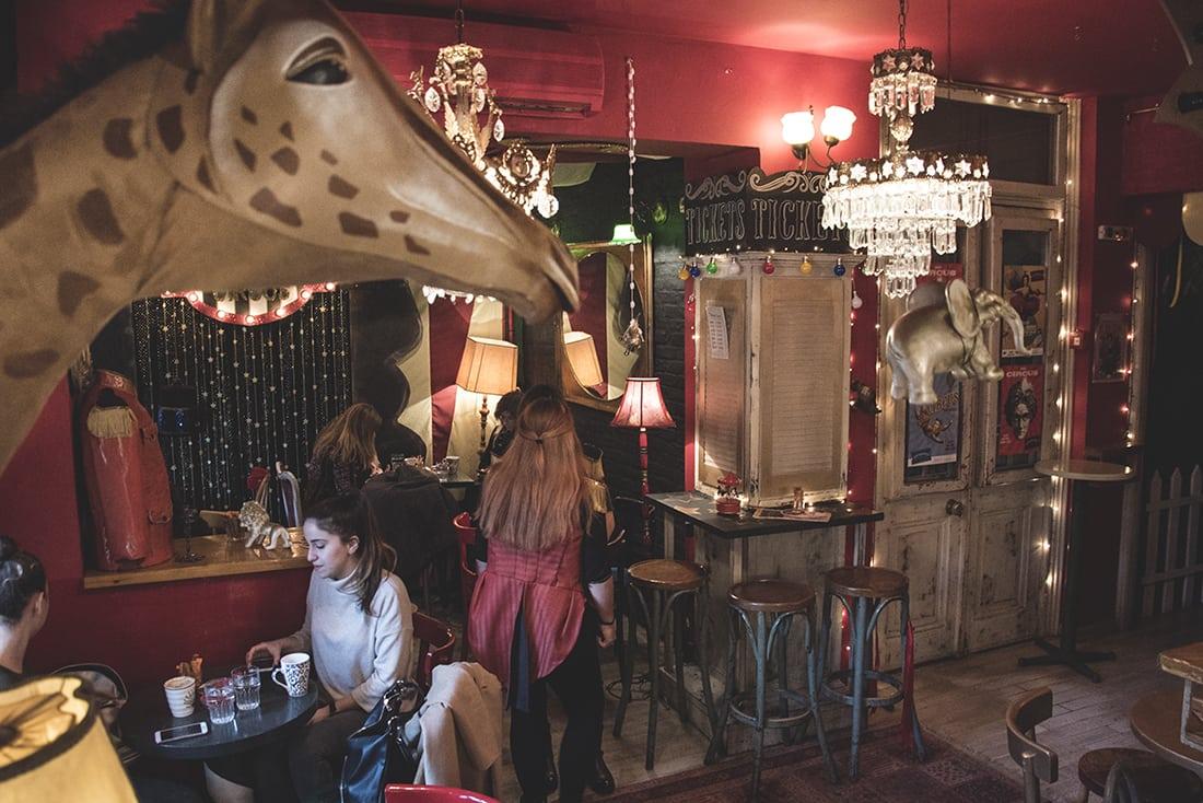 Στο «Διατηρητέο» πίνεις cocktail και από πάνω σου περνάνε ιπτάμενοι ελέφαντες!