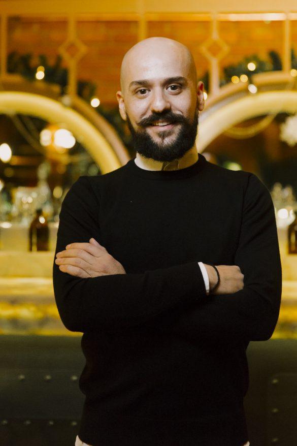 Ο Νίκος Μπαζούκας δεν είναι απλώς ένας bartender!