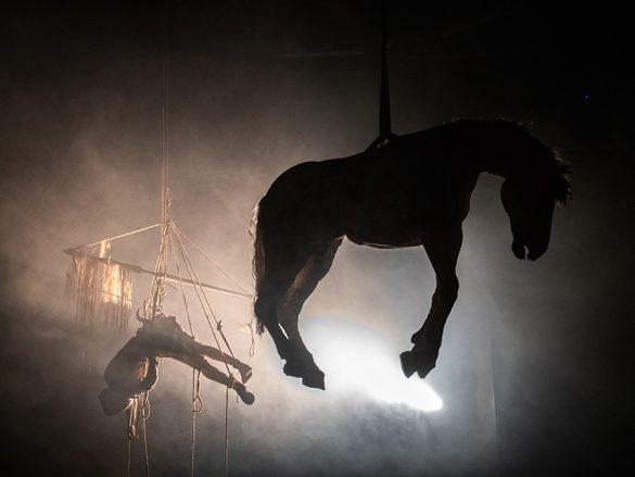 Η πολυζητημένη παράσταση της Έφης Μπίρμπα με τον Άρη Σερβετάλη στη Θεσσαλονίκη!