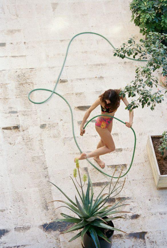 Στιγμές από τη «θάλασσα» του Γιώργου Λάνθιμου στη νέα Vogue Greece!