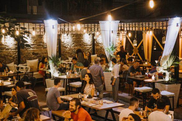 Το καλοκαίρι μας βρίσκεται ακόμα στην αυλή της Έπαυλης Μαρόκκου!