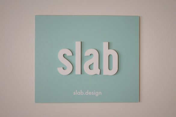 Ο Νίκος Γιούρης μας ξεναγεί στον κόσμο του Slab.