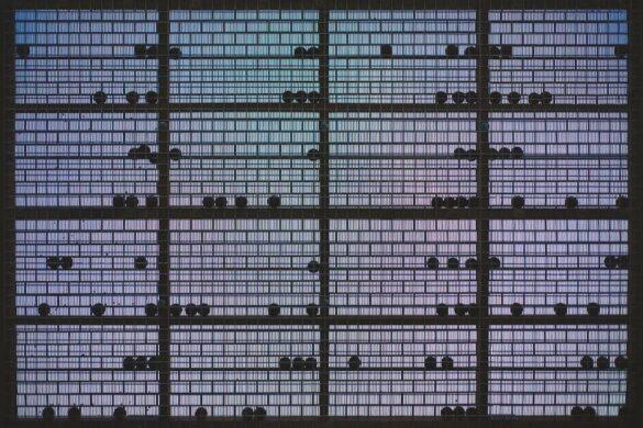 Το MOMus – Πειραματικό Κέντρο Τεχνών ανοίγει ξανά και φιλοξενεί μια έκθεση με θέμα τον εγκλεισμό.