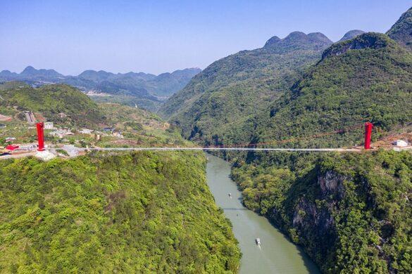 H μακρύτερη γέφυρα με γυάλινο δάπεδο στον κόσμο!